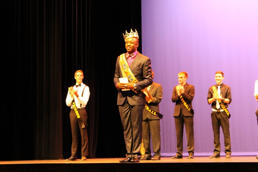 Senior+Jon+Sawyer+and+other+contestants+look+on+as+senior+Jorell+Smallwood%2C+Mr.+Girls+Basketball%2C+is+crowned+winner+of+Mr.+BA+on+Sept.+23.+The+annual+pageant+benefits+the+choir+program.