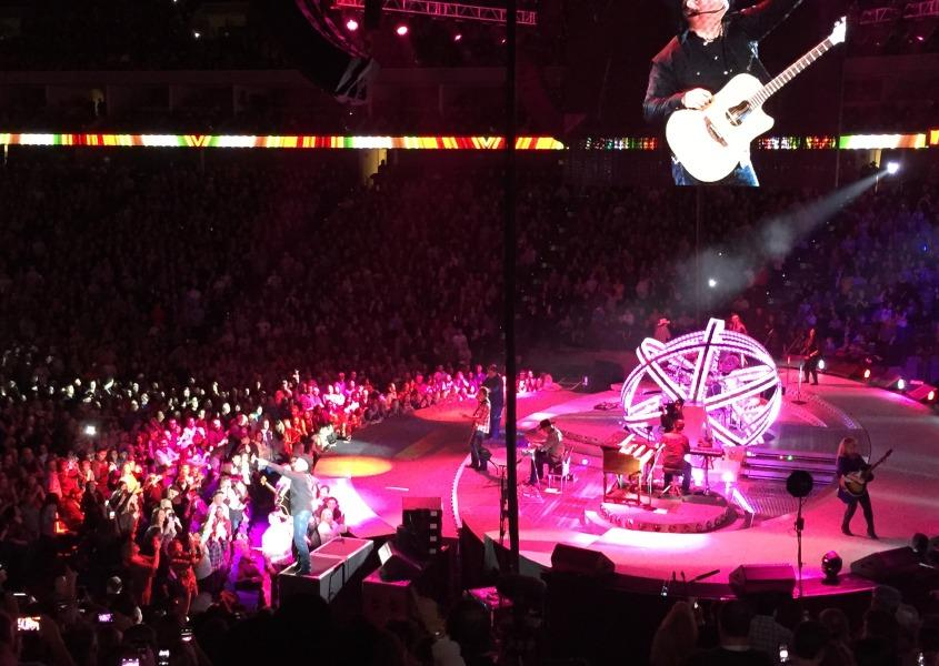 Garth+performs+live+on+Jan.+17+at+the+BOK+in+Tulsa.