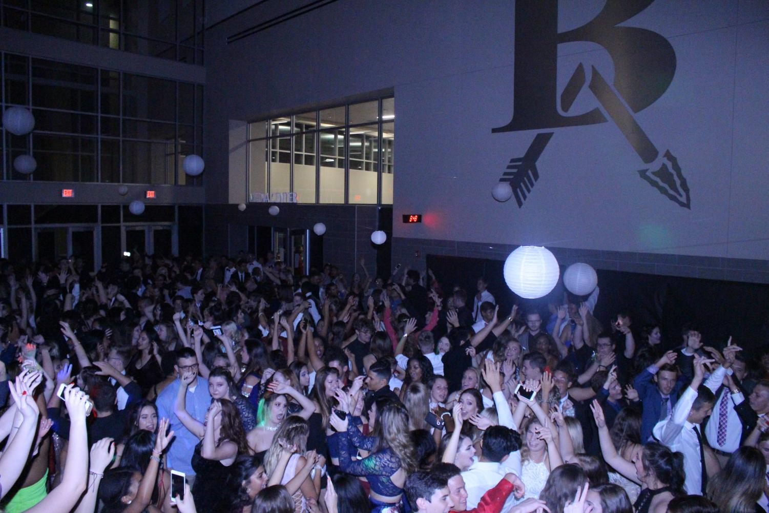 Students dance at the 17-18 homecoming dance.