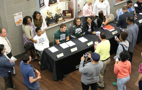 Josh Holliday signs with UCO to play basketball